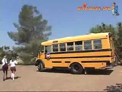 Schulbus fahren macht spass