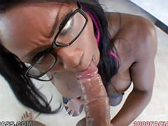 Hot black woman takes the load