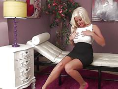 Blonde babe is loosing her control