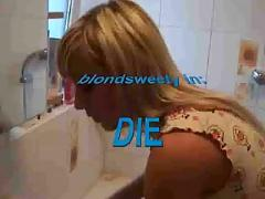Amateur blond fucking and sucking in the bath tub.