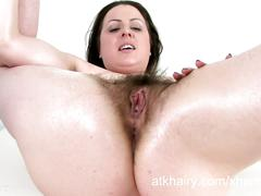 Jenna brooke-benjamin stuffs food into her hairy pussy.