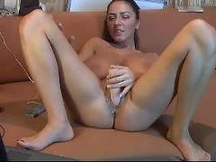 Huge tits chick fucks herself