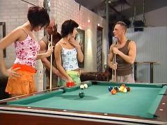 2 vs. 2 auf dem billiardtisch