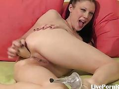 Hot brunette pumping her pussy with a toy3.wmv