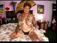 Mature tattooed slut gets poked