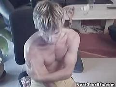 Blonde twink wanks off on cam