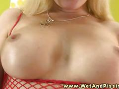 Busty pee fetish babe plays with her pee
