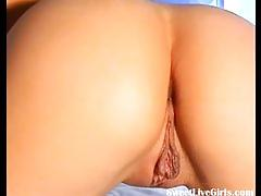 Beautiful brunette playing with her pussy3.flv