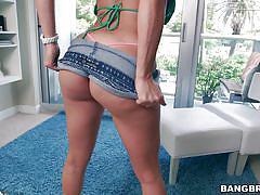 Hot latina proudly exposes her ass