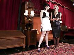 mistress, whipping, slave, candy, workout, black hair, blonde babe, workshop, kink university, kink, siouxsie q, mona wales