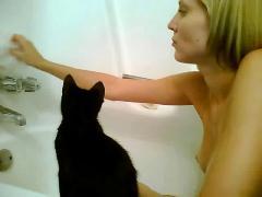 Amateur bath masturbation - cam with sound