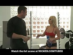 Personal trainer babe madison ivy has huge gym tits