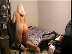 Cindy wilde shaking her booty in front of the webcam