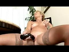 Milf cums in her stockings