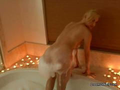 Blonde rides her dildo on the tub