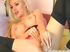 Super hot blonde fucks her pussy31.flv