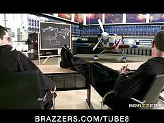 Slutty bigtit brunette milf flight teacher lisa ann fucks stud
