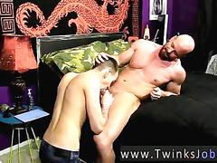 Bald stud smooches a hot twink and gets blown in bed