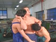 Muscled workers have hot threesome