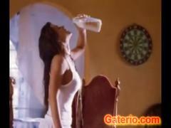 Carmen electra desnuda en una escena erotica
