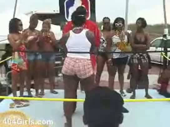 Battle of the booty for some cash - freeazztube
