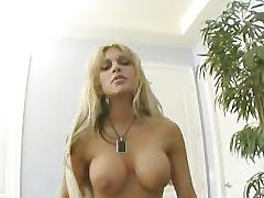Carmel moore has one sexy accent