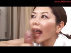 Milf cleaning the room giving blowjob for guy cum to...