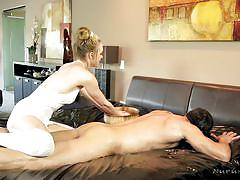 Best oil massage a man can ever dream of!