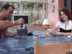 Jolie rousse francaise se fait defoncer le petit cul avant un bon facial