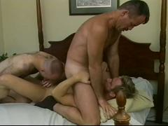 Threeway anal stuffing with lewd muscled bears