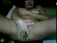 Coroa gostosa se masturbando na webcam de bikini