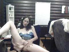 Amateur fucks herself in a chair