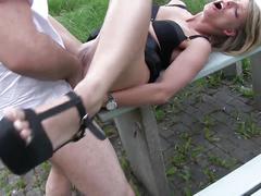 Junge bitch anal auf autobahnparkplatz abgefickt