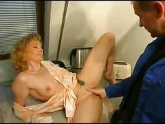 Isabel golden - anal mit dem monteur