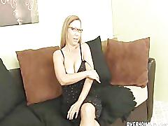 Experienced lady jerking off