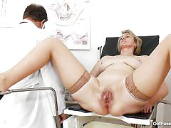 Old slut gets her pussy examined