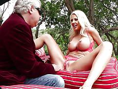 Big boobed courtney taylor deepthroats and fucks