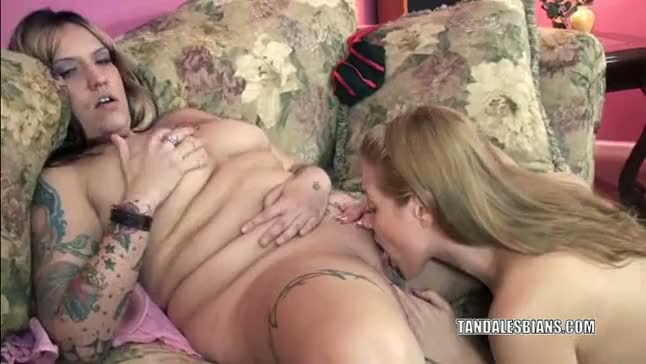 European lina munching pussy with a plump milf