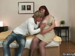 Granny in stockings gets screwed