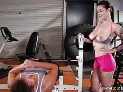 Lucky guy fucks a milf in the gym