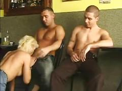 Blondie in gangbang
