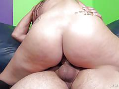 Busty mom knows all about fucking