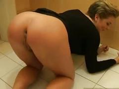 Milking her sexy ass