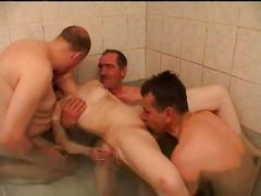 Stp3 dad and friends ruin her bathtime !