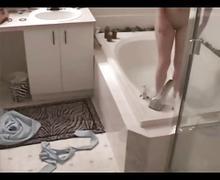 Sister masturbates in bath
