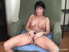 Pierced milf kassandra masturbating
