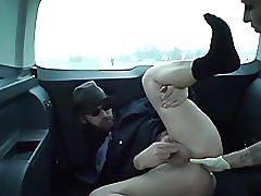 Empress cruel car strpon - inculata da una figa tedesca in macchina