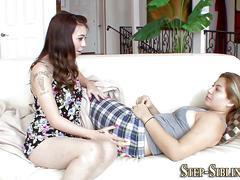 Teen lesbian eats muff