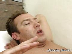 Asian masseuse priva giving client blowjob