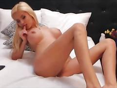 Blonde knockout with fake big tits sucks a dildo on webcam